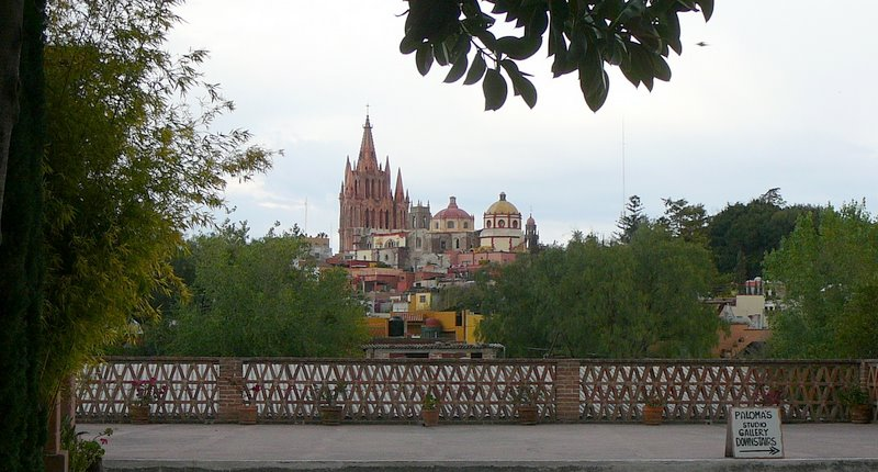 2007_12_05_Mexico_San_Miguel_de_Allende-149_Instituto_Allende_view_of_Parroquia.JPG
